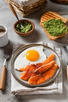 Köstliche frühstücksmahlzeit zusammensetzung
