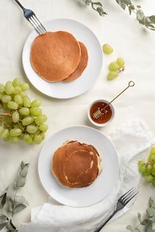 Köstliche gesunde pfannkuchenanordnung