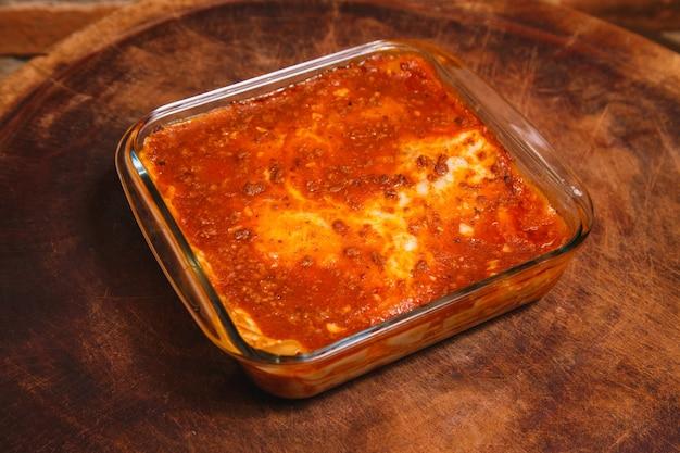 Köstliche hausgemachte lasagne mit platz für text