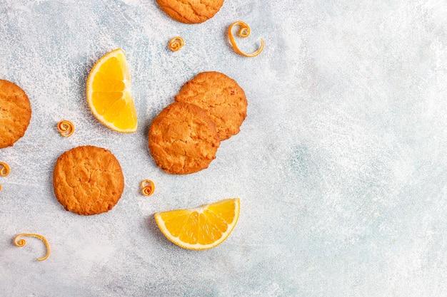 Köstliche hausgemachte orangenschalenplätzchen.