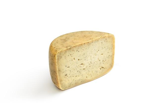 Köstliche käse-nahaufnahme lokalisiert auf weiß.