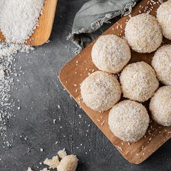Köstliche kokosnussbonbons über ansicht