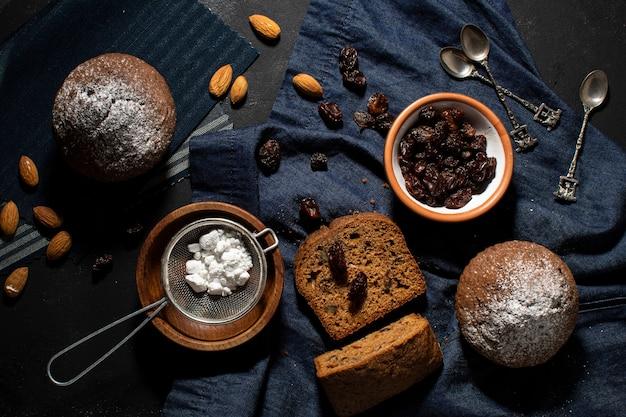 Köstliche muffins und bestandteile der draufsicht