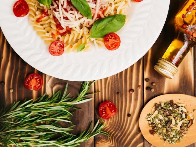 Köstliche platte der italienischen teigwaren