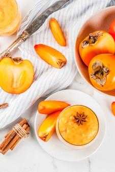 Köstliche rohe reife persimonefrucht