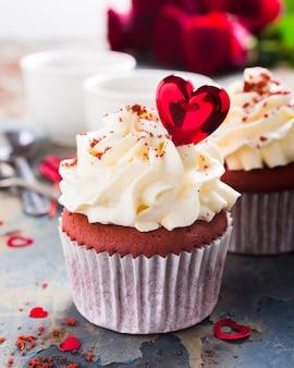 Köstliche rote samtkleine kuchen