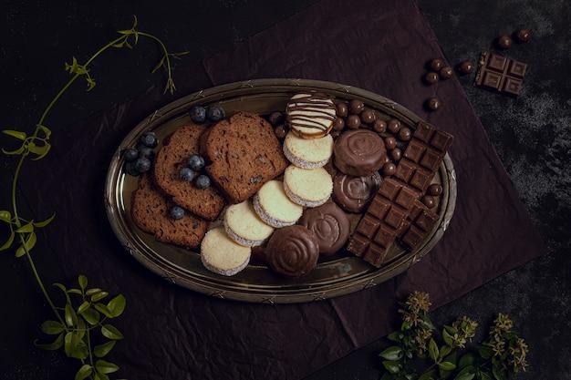 Köstliche schokoladenteller der hohen ansicht