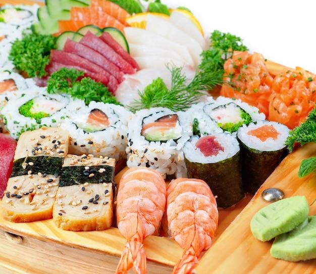 Köstliche sorten exotischer sushi-meeresfrüchte.
