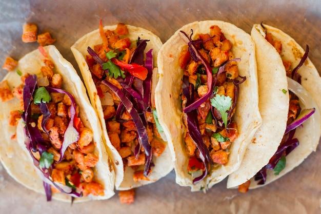 Köstliche tacos-anordnung draufsicht