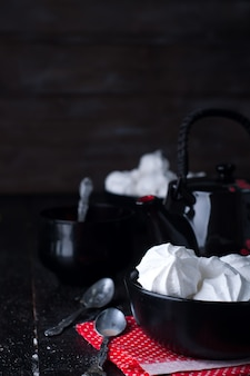 Köstliche und einfache weiße vanillemeringeplätzchen