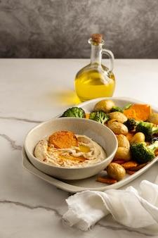 Köstliche vegane mahlzeitenzusammensetzung mit hohem proteingehalt