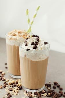 Köstlicher cappuccino-kaffee