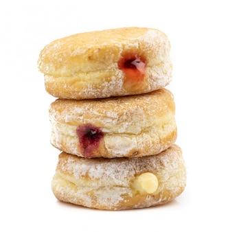 Köstlicher donut lokalisiert auf weißem hintergrund.