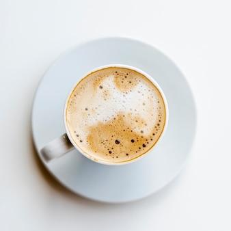 Köstlicher draufsichtkaffee mit sahne