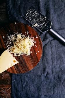 Köstlicher geriebener käse