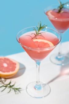 Köstlicher grapefruitcocktail zum servieren