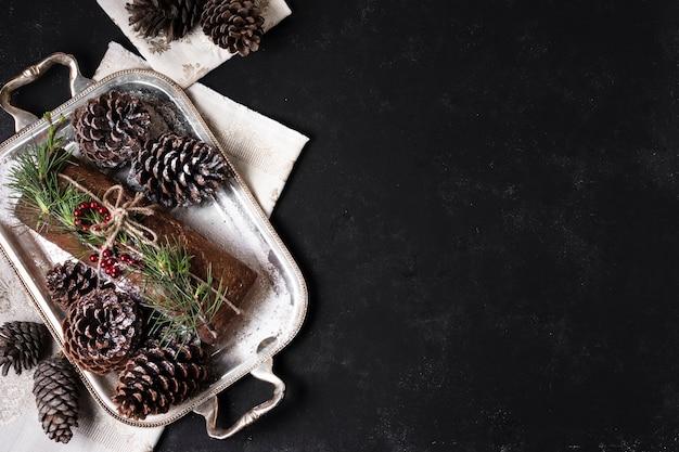 Köstlicher kuchen besonders gemacht für weihnachten mit kopienraum