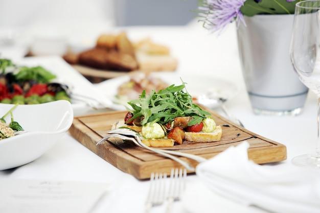 Köstlicher salat bei einem bankett