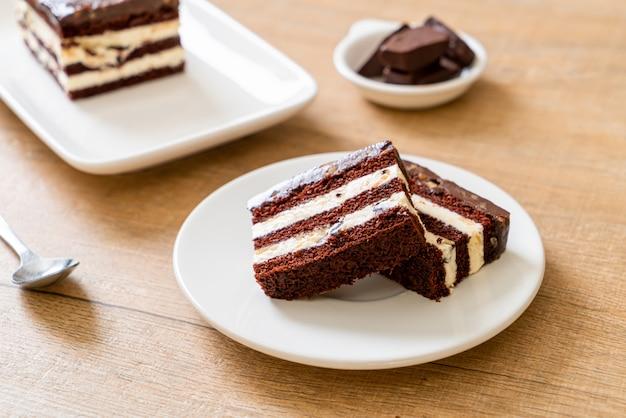 Köstlicher schokoladenkuchen mit mandeln