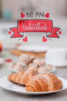 Köstlicher snack vorbereitet für valentinstag