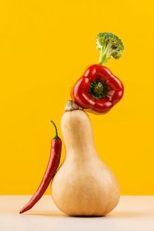 Köstliches frisches gemüse arrangement