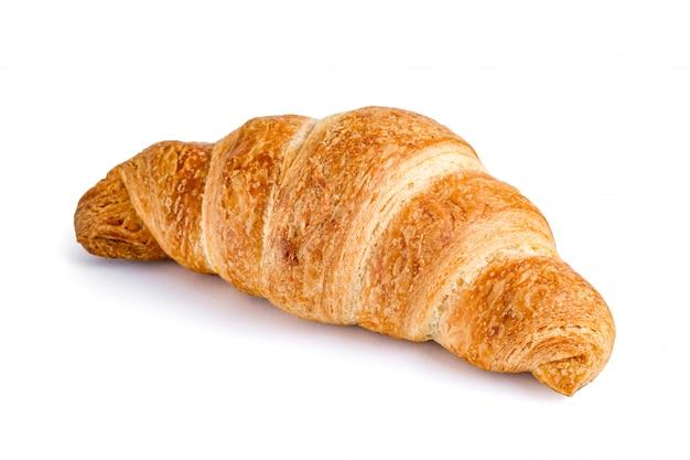 Köstliches, frisches hörnchen auf weiß. croissant isoliert.