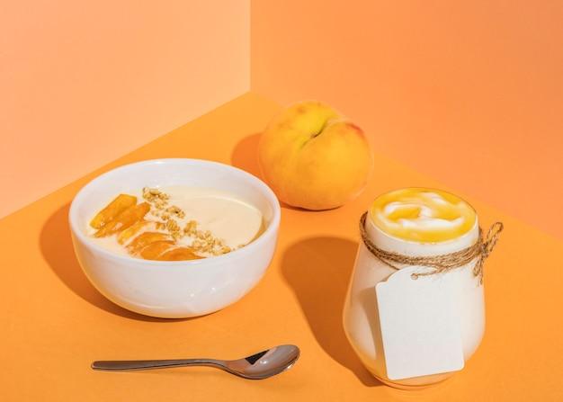 Köstliches joghurtkonzept mit speicherplatz