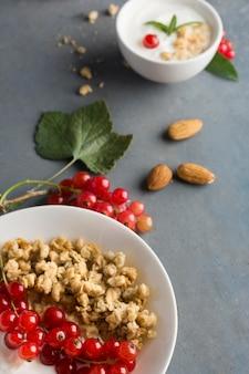 Köstliches konzept für gesunde mandeln und obst