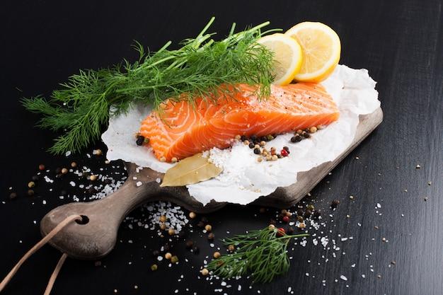 Köstliches lachsfilet, reich an omega-3-öl