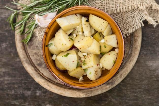 Köstliches mahlzeitkonzept mit kartoffeln