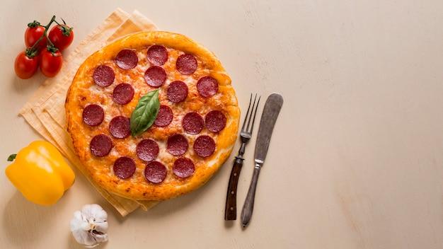 Köstliches pizzakonzept mit kopierraum
