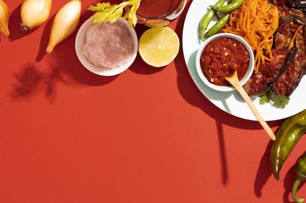 Köstliches sambal-gericht mit kopierraum