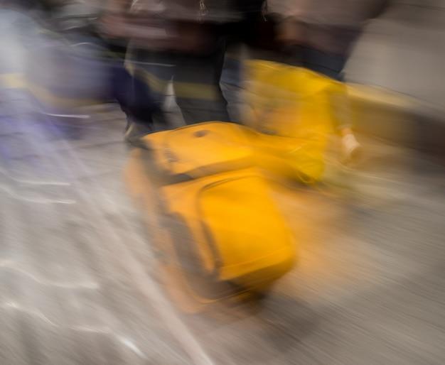 Koffer für die reise verschwommen