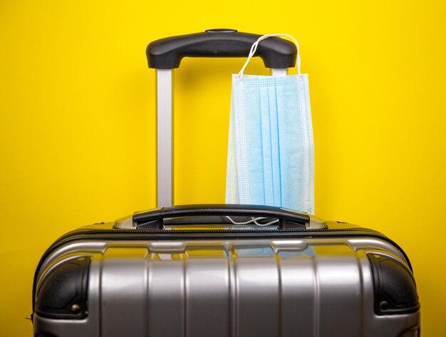 Koffer mit schutzmasken