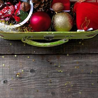 Koffer-weihnachtsdekorationsguten rutsch ins neue jahr rustikal