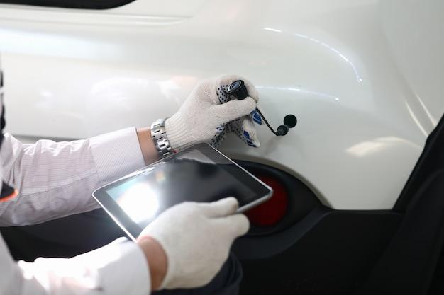 Kofferraum des weißen luxusautos