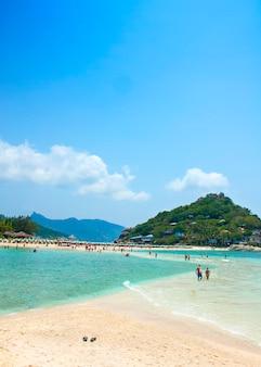 Koh nangyuan, surat thani, thailand. koh nangyuan ist einer der schönsten strände thailands.