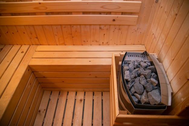 Kohle in der sauna wird verwendet, um der sauna wärme zu verleihen