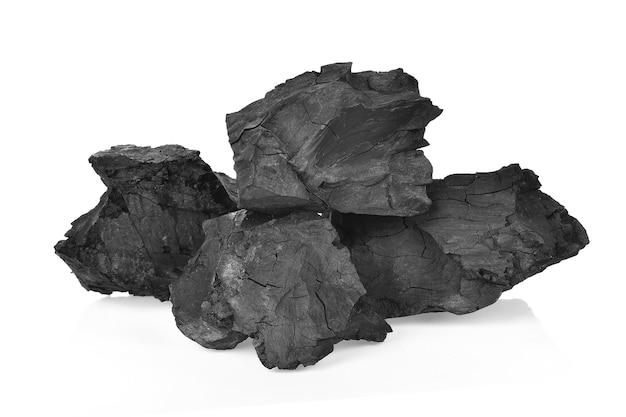Kohlen auf weißem hintergrund