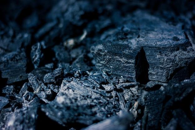 Kohlen eines verbrannten feuers.