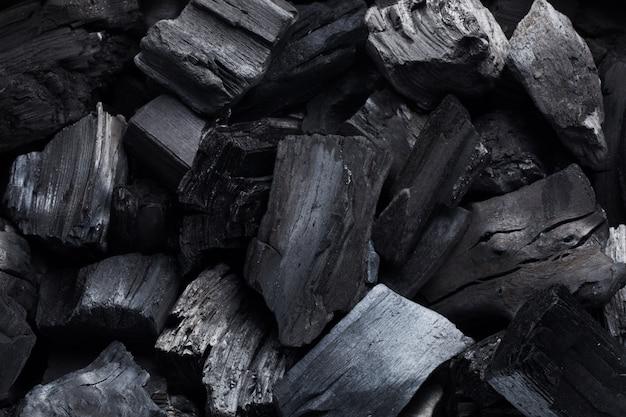 Kohlenmineralschwarz als würfelstein.