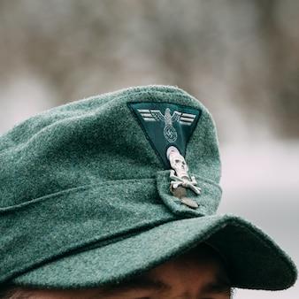 Kokarde des zweiten weltkriegs auf einer kappe