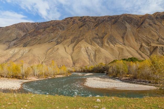 Kokemeren-fluss, kyzyl-oi, kirgisistan