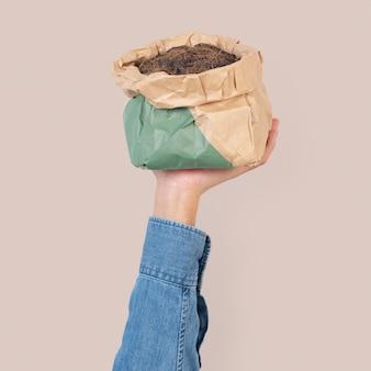 Kokosfaser-gartendünger in grüner verpackung