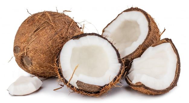 Kokosnüsse lokalisiert auf weißem hintergrund