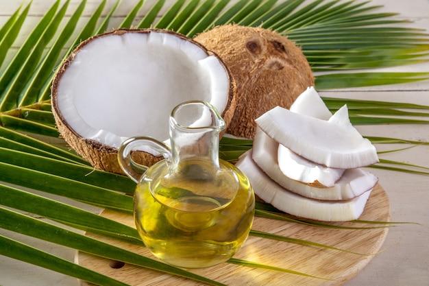 Kokosnuss und kokosnussöl