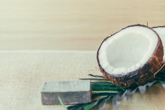 Kokosnuss und stück seife