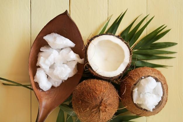 Kokosnussöl.pures set aus natürlichem bio-kokosnussöl