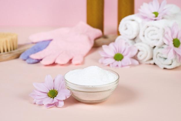 Kollagenproteinpulver - hydrolysiert. rosa hintergrund