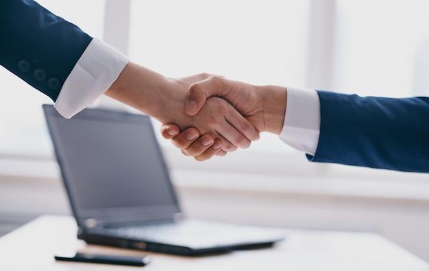 Kollegen büroarbeit finanzen jobkommunikationsprofis